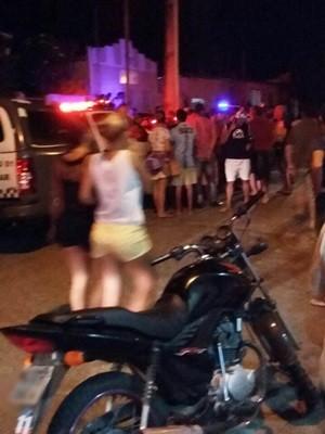 Em João Câmara, mortes atraíram muitos curiosos (Foto: PM/Divulgação)