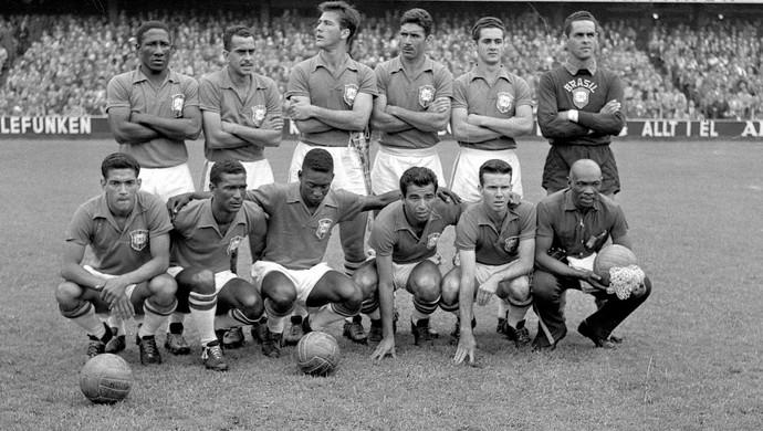 Nilton Santos seleção brasileira 1958  (Foto: Agência O Globo)