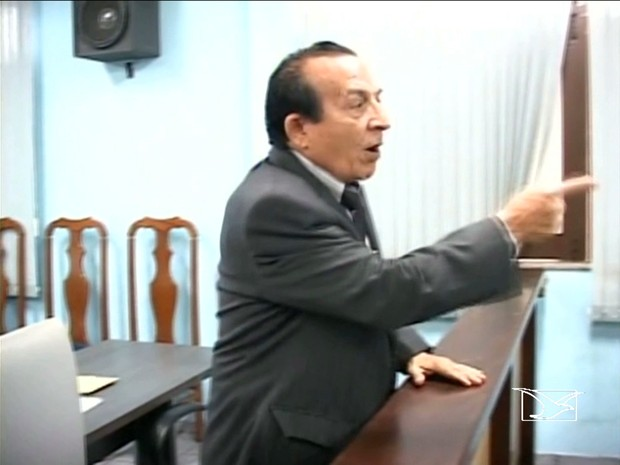Vereador agride jornalistas em Santa Inês (Foto: Reprodução/ TV Mirante)