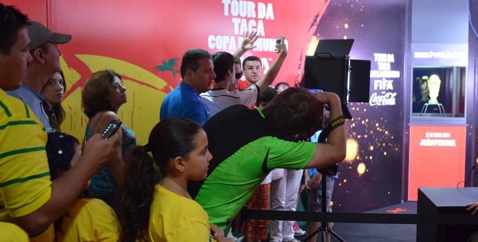 Tour da Taça da Copa do Mundo em João Pessoa (Foto: Larissa Keren / GloboEsporte.com/pb)