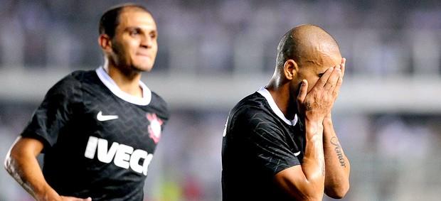 Emerson comemora gol do Corinthians contra o Santos (Foto: Marcos Ribolli / Globoesporte.com)