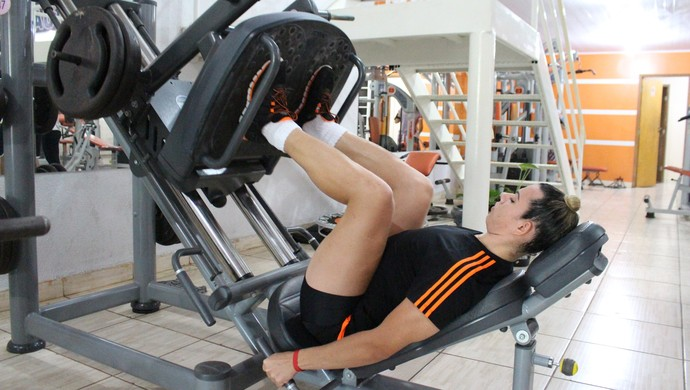 Yara Lemos aderiu exercícios para perder peso (Foto: Lívia Costa)