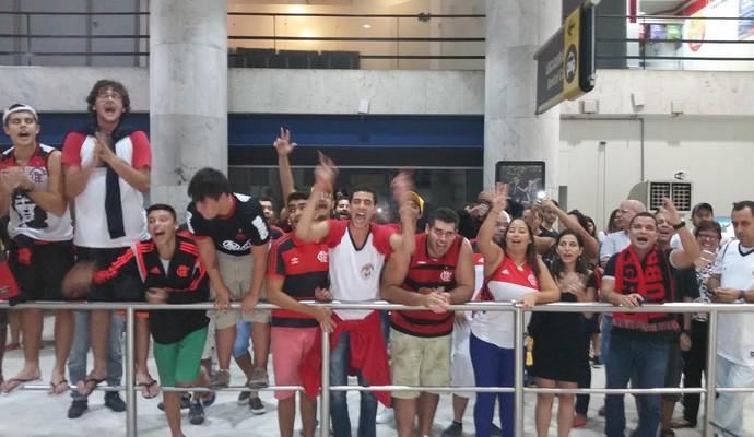 Torcida Flamengo, aeroporto, festa Novo Basquete Brasil (Foto: Marcello Pires)