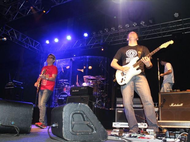 Durante duas horas, banda tocou sucessos de seus mais de 20 anos de carreira. (Foto: Caliandra Segnini/G1)