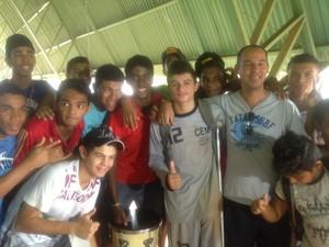 Com vários fãs nas arquibancadas, Marcos dá exemplo de superação nos Jets (Foto: Marcos Martins/GloboEsporte.com)