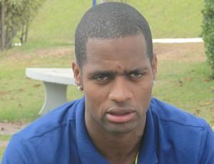Dedé, zagueiro do Cruzeiro (Foto: Tayrane Corrêa)