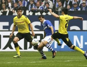 Raúl, do Schalke, no jogo contra o Borussia Dortmund (Foto: EFE)
