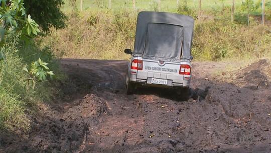 Após chuva, lama em estrada impede escoamento de produção em Estiva