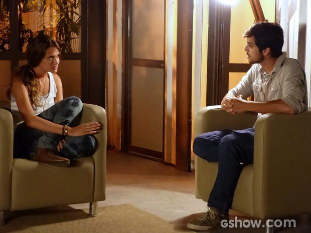 Lili conversa com Marlon sobre a fórmula desenvolvida pelo biólogo (Foto: Além do Horizonte/TV Globo)
