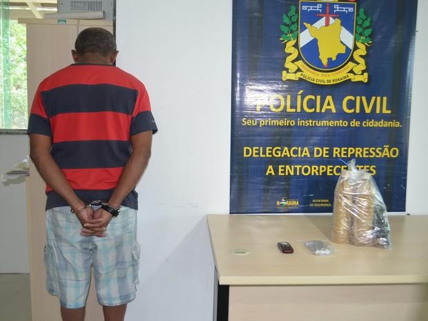 Luíz Segisnando da Silva foi preso com 3 kg de pasta base de cocaína (Foto: Inaê Brandão/ G1 RR)