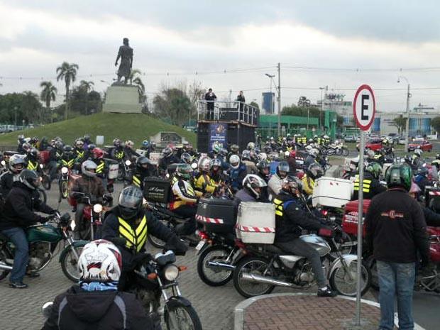 Motociclistas iniciaram concentração no Laçador, em Porto Alegre (Foto: Luiz Carlos Garcia/RBS TV)