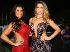 Sheila Mello e Scheila Carvalho vão a evento de moda em São Paulo