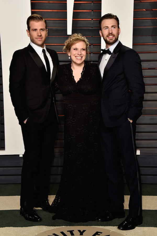 O ator Chris Evans e seus irmãos Scott Evans e Carly Evans (Foto: Getty Images)