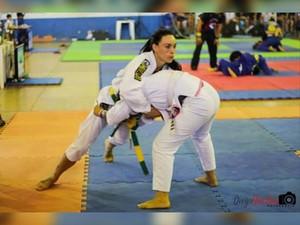 Carol Oliveira durante competição de jiu-jítsu (Foto: Divulgação/Arquivo pessoal)