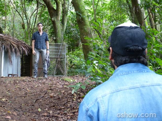 Antônio escreveu a Hernandez marcando um encontro com o pai (Foto: Globo / Alex Carvalho)