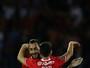 Benfica vence com gols de Mitroglou e Pizzi e volta à liderança do Português