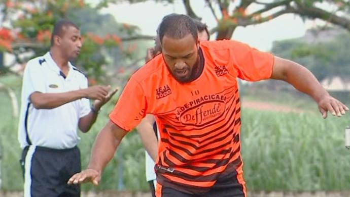 Zelão zagueiro XV de Piracicaba (Foto: César Fontenele / EPTV)