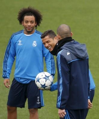 Marcelo e Cristiano Ronaldo treino Real Madrid (Foto: Reuters/Susana Vera)