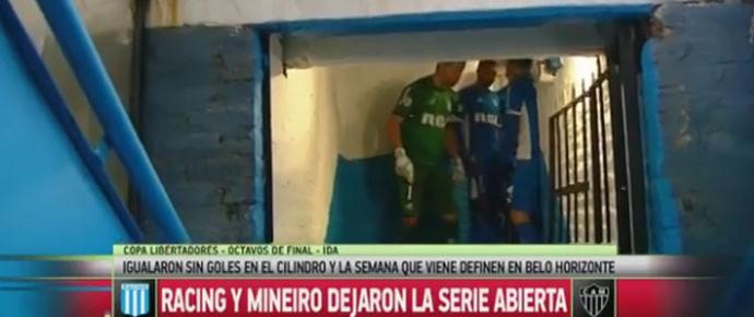 Goleiro do Racing incentiva companheiros antes de entrar em campo contra o Atlético-MG (Foto: Reprodução / internet)