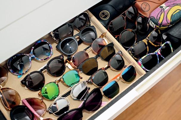 Parte da coleção de óculos de sol que a blogger Mariah Bernardes possui. São Paulo (cid.) - Brasil. 22/10/2014. Foto: Andrea Alves / Edições Globo Condé Nast. (Foto: Divulgação)