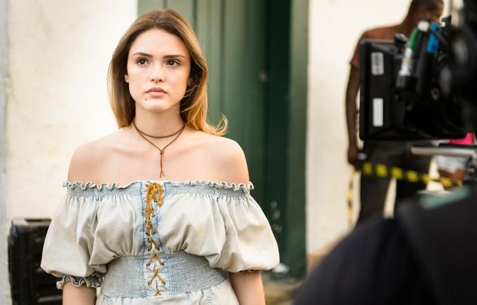 Isabelle Drummond em Paraty, como Helô na fase jovem (Foto: Ramon Vasconcelos/TV Globo)
