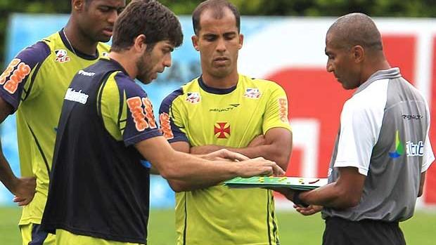 Juninho e Felipe com Cristóvão no treino do Vasco (Foto: Jorge Wiliam / Agência O Globo)
