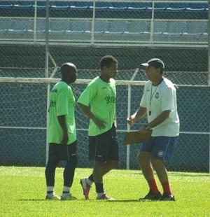 Gerson Andreotti conversa com Abedi friburguense (Foto: Vinícius Gastins/ASCOM)