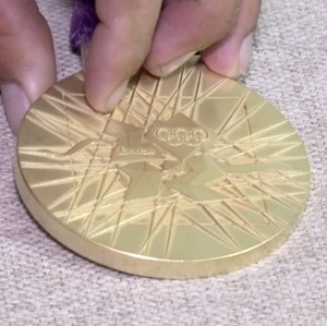 Medalha de Sarah  (Foto: TV Clube)