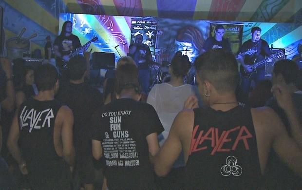 Cerca de 500 ´pessoas prestigiaram o 12º Feliz Metal, no Parque da Maternidade, em Rio Branco (Foto: Acre TV)