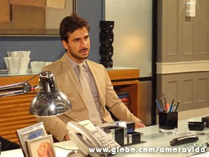 Jacques fica atordoado (Foto: Amor à Vida / TV Globo)