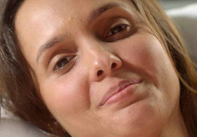 A atriz aparece quando a personagem Alice, interpretada por Giovanna Antonelli, lembra da mãe (Foto: TV Globo)