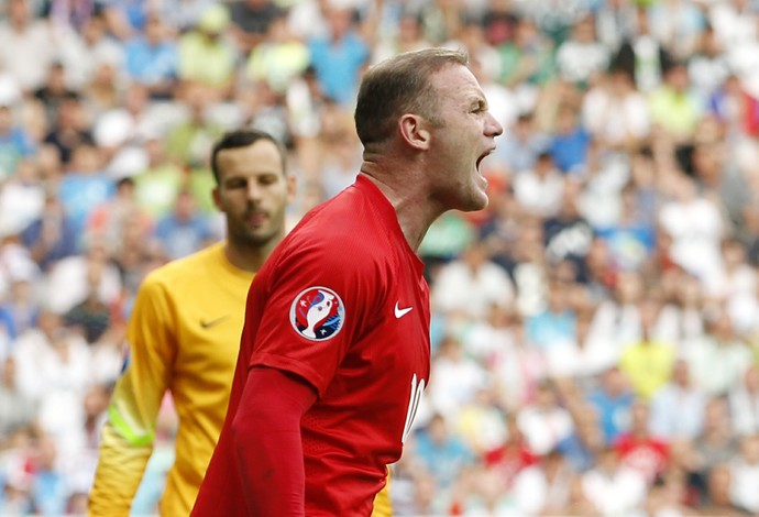 Rooney Eslovênia 2 x 3 Inglaterra (Foto: Reuters)