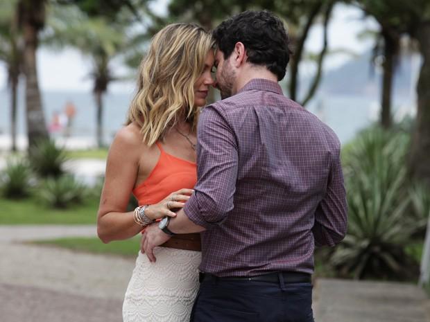 Érica e Celso começam a se conhecer (Foto: Salve Jorge/ TV Globo)