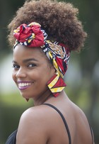 Jennifer Nascimento ensina como usar turbantes nos cabelos afro, veja vídeo