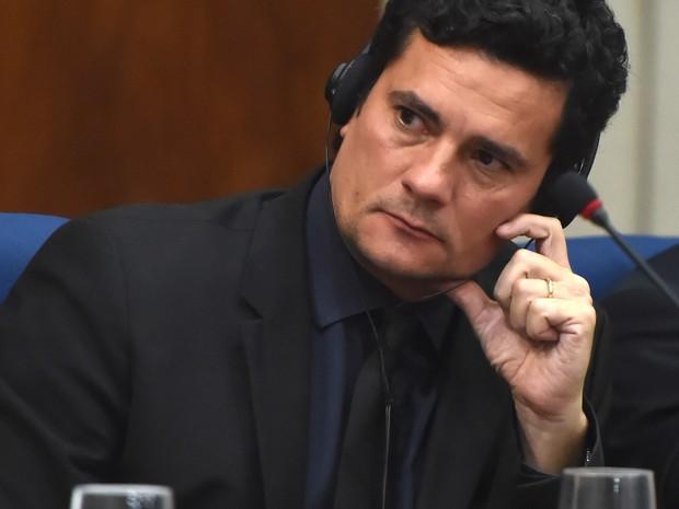 O juiz federal Sérgio Moro participa de palestra sobre operações anti-corrupção 'Lava Jato', que acontece no Brasil, e 'Mani Pulite' (mãos limpas), na Itália, durante uma palestra em São Paulo (Foto: Nelson Almeida/AFP)