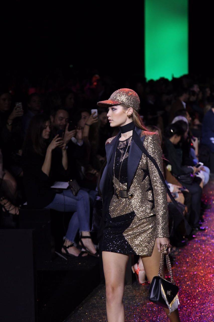 Gigi na passarela de Elie Saab (Foto: Fashion to Max/Maxim Sapozhnikov)