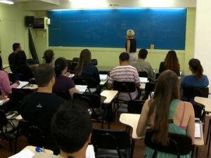 Procura por cursos preparatórios para concurso aumentam no verão (Foto: Reprodução/RBS TV)
