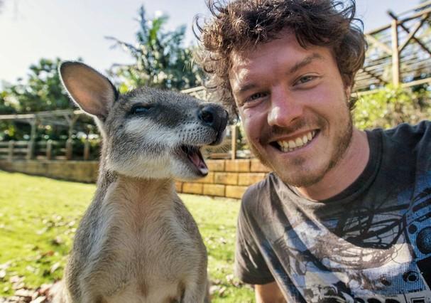 Com um canguru em Perth, na Austrália (Foto: Reprodução Instagram)