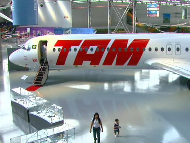Modelo da Fokker é atração em exposição inédita no Museu da Tam (Foto: Reprodução/EPTV)