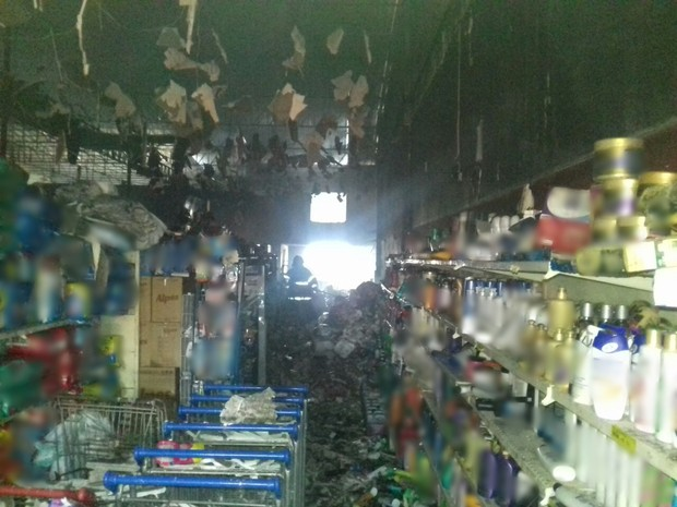 Supermercado ficou parcialmente destruído após incêndio em Altinho  (Foto: Divulgação/Corpo de Bombeiros)