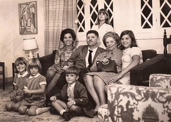 ÉRAMOS SETE 1   A família completa com a avó Cici, mãe  de Rubens (Foto: Acervo da Família)