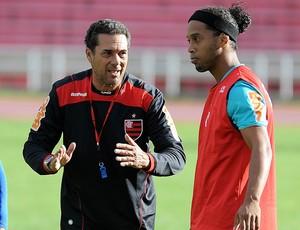 Vanderlei Luxemburgo e Ronaldinho no treino do Flamengo em Sucre (Foto: Alexandre Vidal/Fla Imagem)
