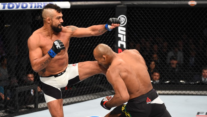 Ronaldo Jacaré x Vitor Belfort UFC 198 (Foto: Getty Images)