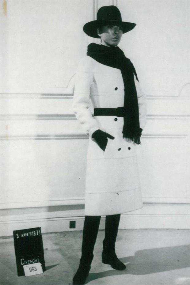 A model wears a wool coat from the Givenchy Winter 1971 collection (Foto:  ALL RIGHTS RESERVED)