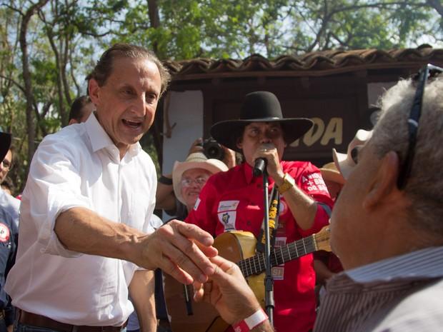 Paulo Skaf (PMDB) participou da 'Queima do Alho' na Festa de Barretos (Foto: Mateus Rigola/G1)