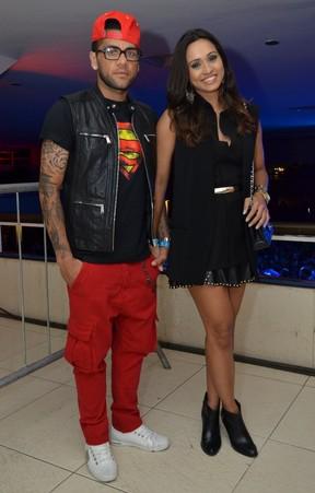 Thaíssa Carvalho e Daniel Alves em show no Rio (Foto: Leo Marinho/ Ag. News)