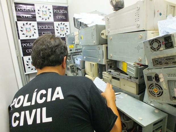 Polícia apreendeu 49 computadores em bingo de Novo Hamburgo (Foto: Divulgação/Polícia Civil)