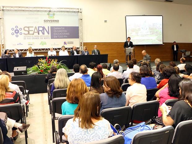 Além de convocar os professores, Robinson ainda lançou o portal Simais (Foto: Ivanízio Ramos/Assecom Governo do RN)