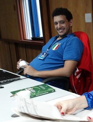 Bruno Gutierre com a camisa da Itália (Foto: Priscila Martinez)