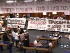 Notificação para que professores deixem a Câmara de Goiânia é adiada